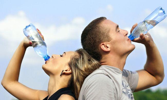 A hőség miatt ingyen osztják a vizet