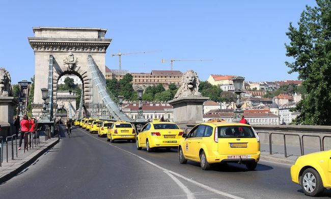 Így tüntetett több száz taxis - képgaléria