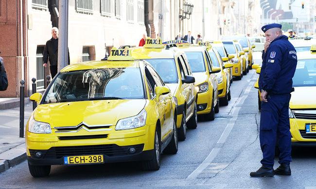 Beszólt a taxisoknak az egyik taxis szakszervezet