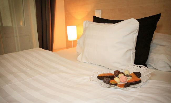 Rothadó holttesttel a matrac alatt aludtak a vendégek a hotelben