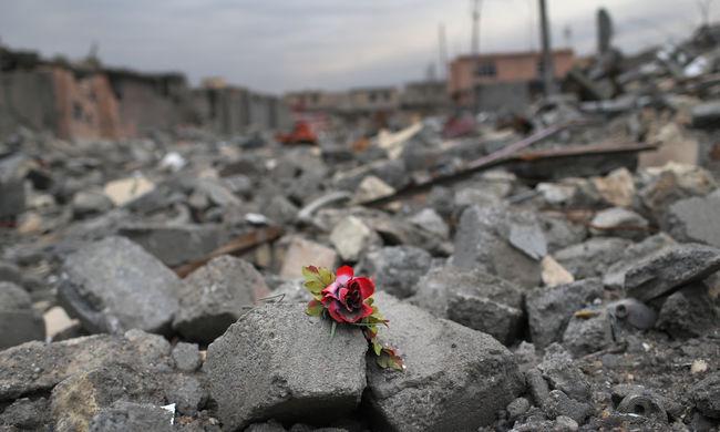Naponta harminc civil halt meg tavaly robbantásokban