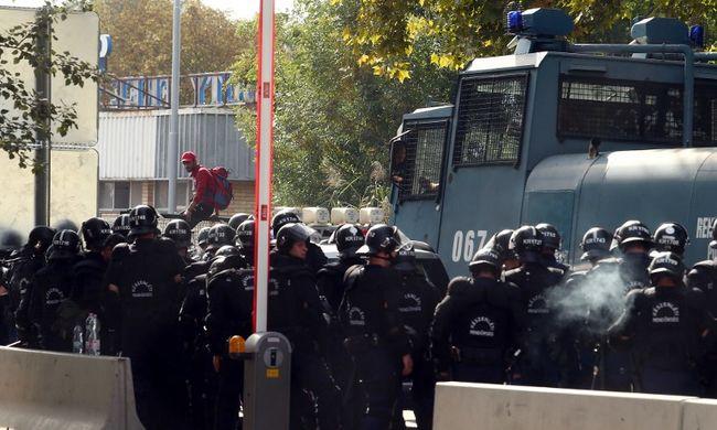 Röszkei zavargás: a rendőrök szerint a vádlott hangosbemondóval fenyegetőzött