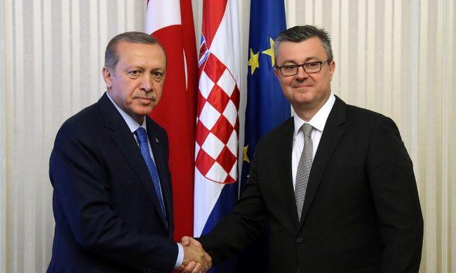 Török elnök: nem elég a támogatás, amit az EU ad a migránsok ellátására
