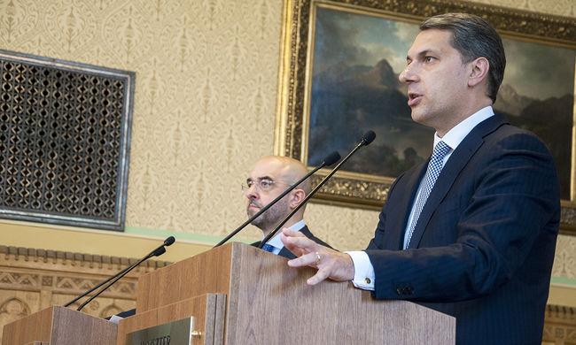 Lázár elküldi L. Simont, és az EU-ból is kilépne