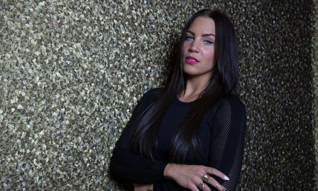 Már gyerekként is molesztálták a magyar énekesnőt
