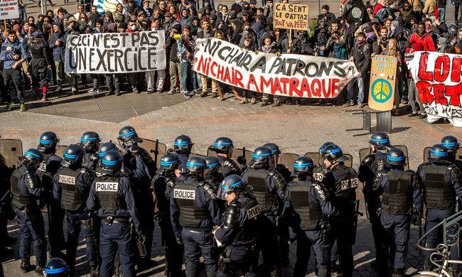Hiába a sok tüntetés, megvalósítják a munkajogi reformot
