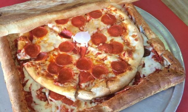 Pizzából készült dobozban szállítják ki a pizzát