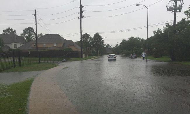 Meghalt 4 gyerek és a nagyanyjuk a texasi árvízben - videó