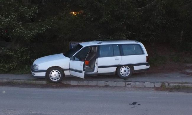 Megpróbálta ellopni a kocsit, de a tulajdonos gyalog utolérte