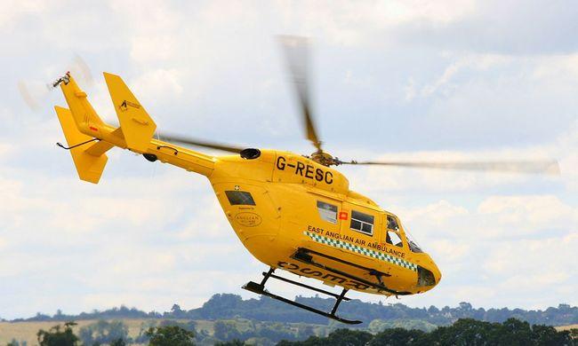 Mentőhelikopter vitte kórházba, de meghalt a medencéből kihúzott kislány