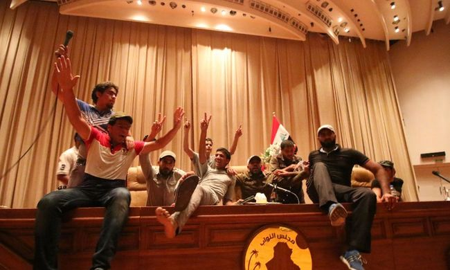 Lőtték a tüntetőket a rendőrök Bagdadban - videó