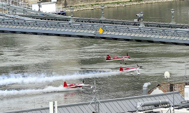 Majdnem a Dunába csapódott egy repülő a Nagy Futamon - videó