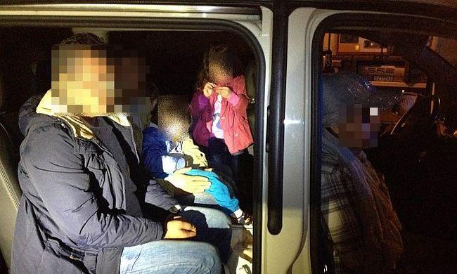 15 migránst akartak átcsempészni a határon