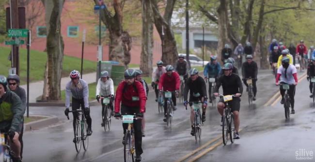 Több mint harmincezren kerékpároztak a zuhogó esőben