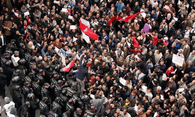 Kormányokat döntött meg a forradalom, mégis nagyobb lett a korrupció