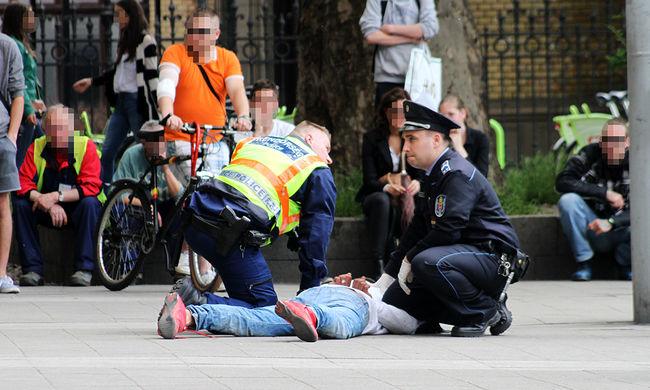 A rendőrök teperték le a késes támadót a Nyugati téren - fotók!