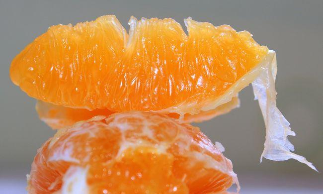 Terjed az álhír: HIV-fertőzött vérrel szennyezettek a narancsok