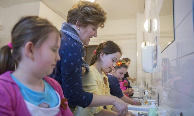 Tizennégyezer gyerek mosott egyszerre kezet csütörtökön