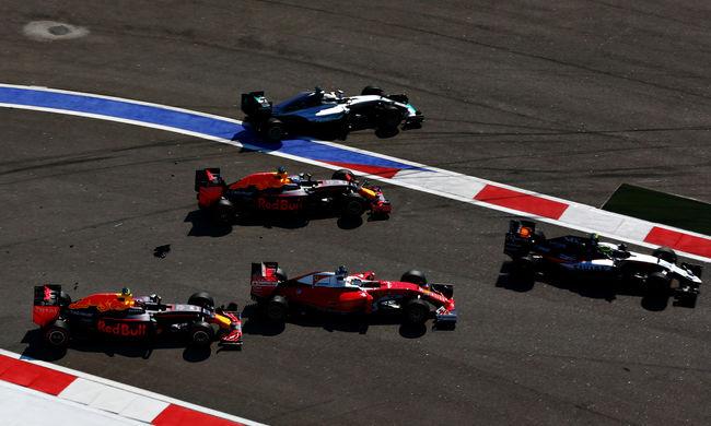 Kirúgták a Red Bull orosz pilótáját, Max Verstappen helyettesíti a spanyol futamtól
