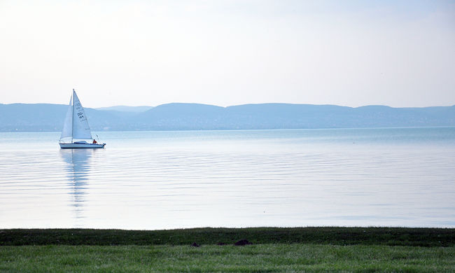 Szomorú hír jött: 19 éves fiú fulladt a Balatonba, társai nem tudták kihúzni