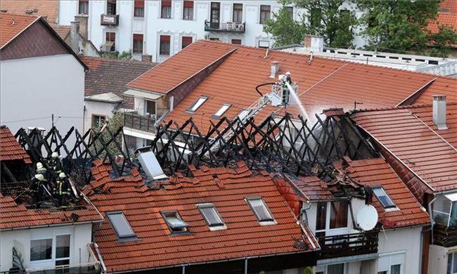 Négy lakás vált lakhatatlanná a miskolci tűzben - fotó