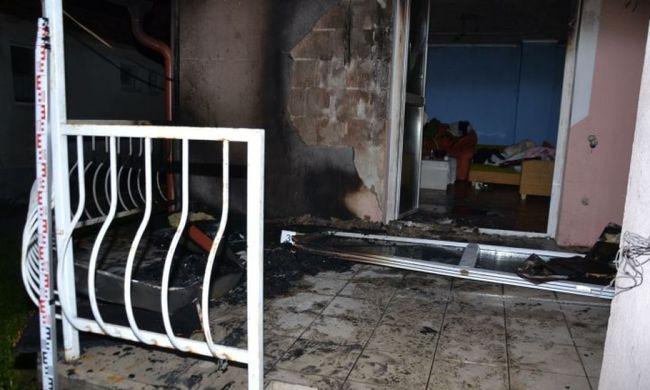 Lelocsolta benzinnel a teraszt és felgyújtotta a házzal együtt
