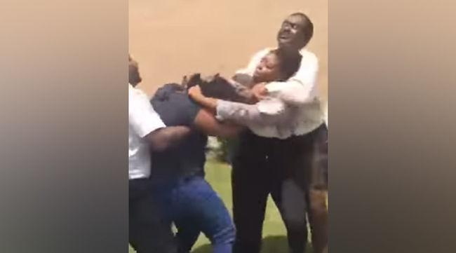 Ájulásig fojtogatta a 15 éves diákot az igazgatóhelyettes - videó