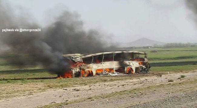 Utasokkal teli buszok ütköztek egy üzemanyag-szállító teherautóval, rengetegen meghaltak a robbanásban