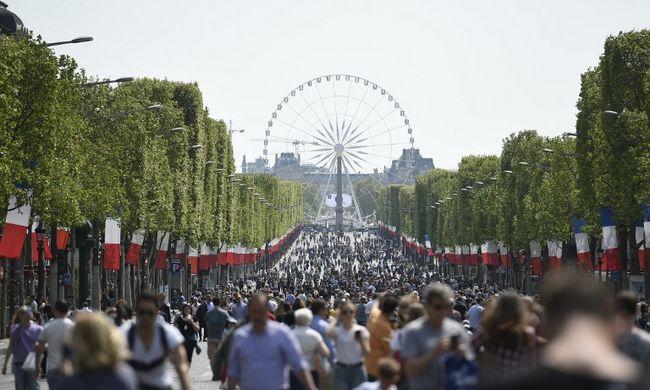 Tömegek vonultak a Champs Élysées-n, ahonnan kitiltották az autókat - képgaléria