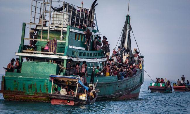 Nem szállhatnak partra a migránsok, kivontatják őket a nyílt tengerre