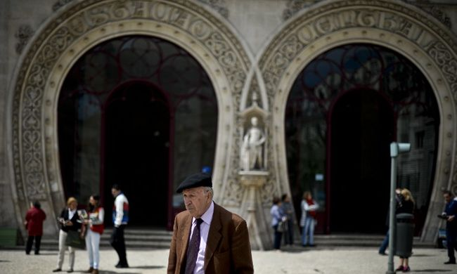 Szelfizni akart, összetörte a város egyik jelképének számító, száz éves szobrot