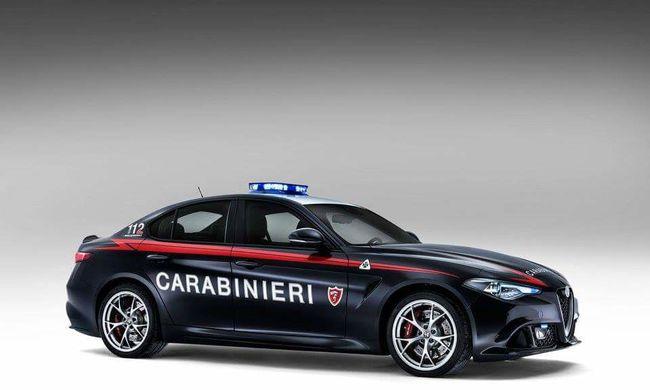 Két Alfa Giulia QV-t kapott ajándékba az olasz csendőrség