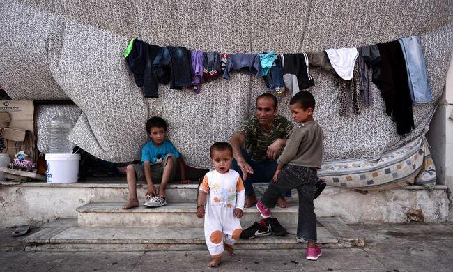 Athénban több száz migráns kezdett éhségsztrájkba