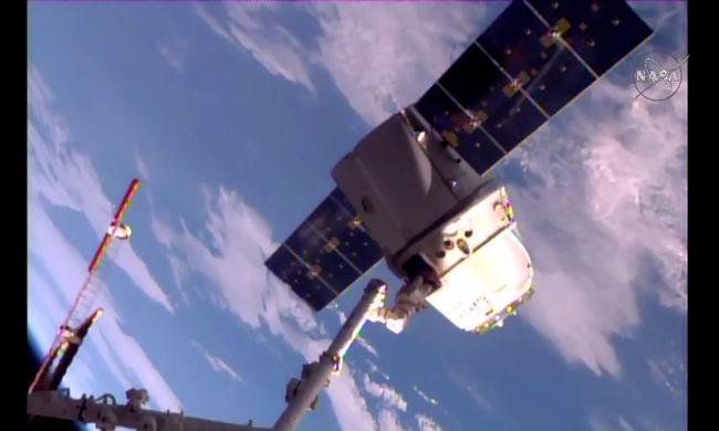 Visszatért a Földre a SpaceX Dragon űrhajója