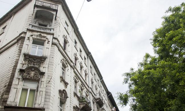 Öngyilkos lehetett egy fiatal lány Miskolcon, kiesett a hetedikről
