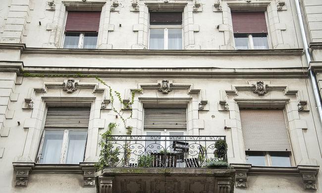 Túszdráma az emeleten: nagyköveteket akart látni, ezért üvöltve zárta be családját