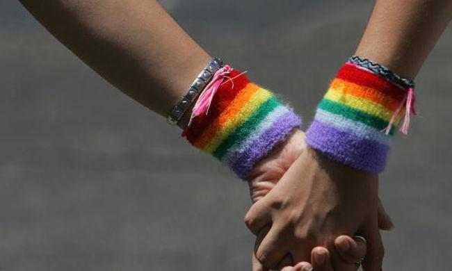Minden negyedik heteroszexuális nőnek volt már szexuális kapcsolata másik nővel