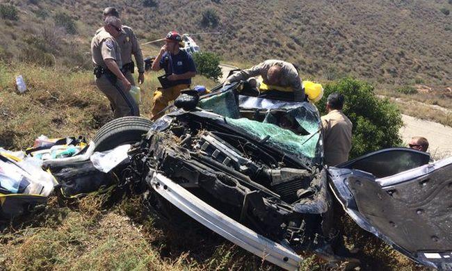 Több mint 12 órát kellett várnia a mentésre az összetört kocsijában egy nőnek