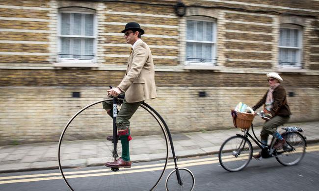 Több száz, fura ruhába öltözött biciklis lepte el a fővárost - Képgaléria!