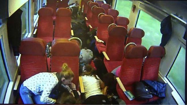 Megdöbbentő videó került nyilvánosságra: a vonat vezetője az ütközés előtt még végigrohant a vonaton