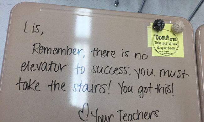 Megható dolgot tett a tanár a diákjaiért - képek!