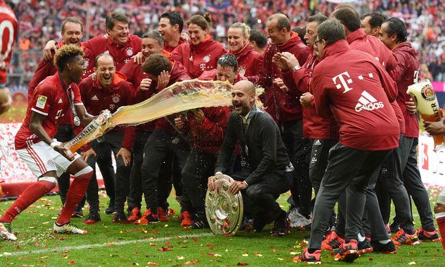 Arcon öntött Guardiola, óriási buli a Bayern bajnoki címe után - képgaléria!