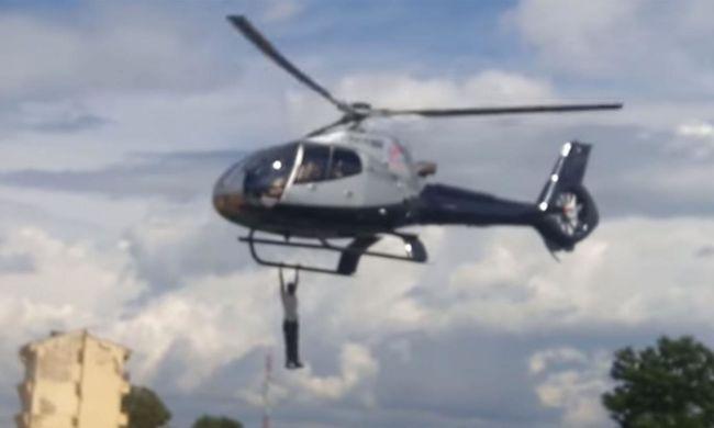 Helikopterről lógó férfi zavarta meg a meggyilkolt üzletember temetését - videó