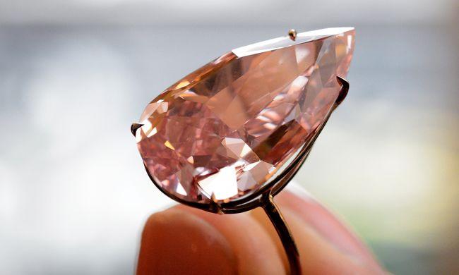 Több mint 8 milliárd forintért kelt el a ritka rózsaszín gyémánt