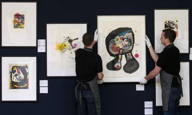 28 Miró-festmény árát kapják meg a migránsok