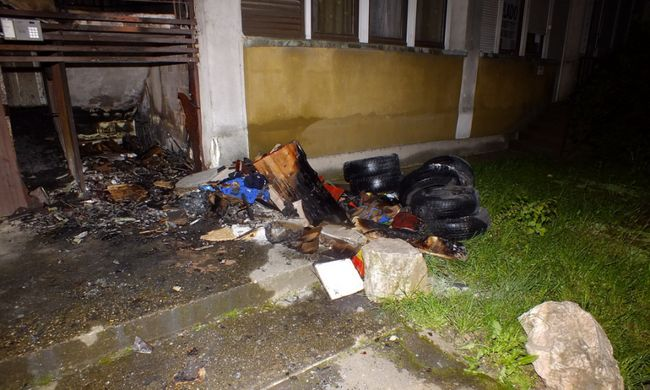Életveszélyben voltak a ház lakói, mert bosszúból felgyújtatta a tárolót a nő