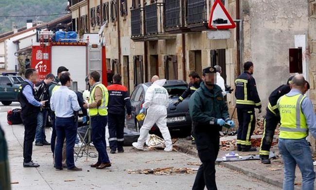 Keselyűvel ütközött a repülő, lezuhant: mindenki meghalt