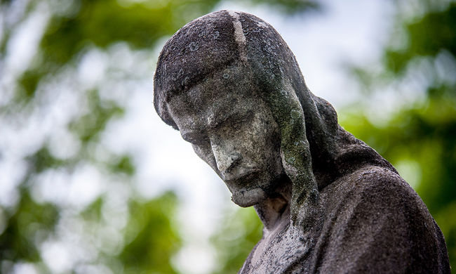 Nyolcvanévesen gyilkolt egy temetőben