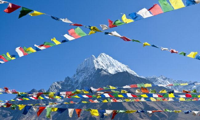 A Mount Everest csúcsáról lefelé tartva meghalt egy hegymászó