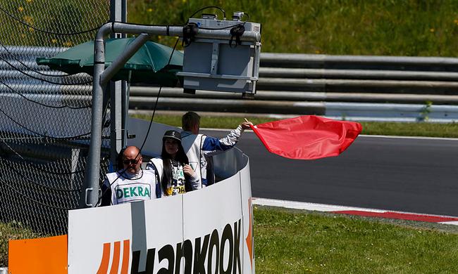 Brutális baleset az a Formula 3-ban, két versenyző kórházban - videó